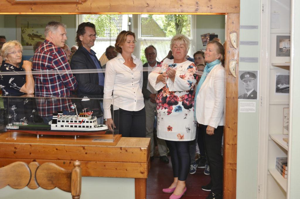 V.l.n.r. Jannie Meijnen, Yannes Koning, Thom Verheul, Joyce van Bon (voorzitter 't Heer en Feer), Ineke van Gent, Etty van der Veer (vice-voorzitter 't Heer en Feer).
