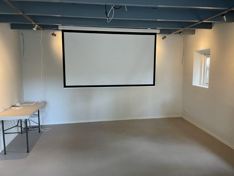 In de filmzaal zijn de films uit het filmarchief straks te zien op een groot scherm