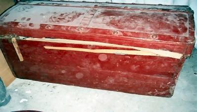 Dekenkist rood – kapot