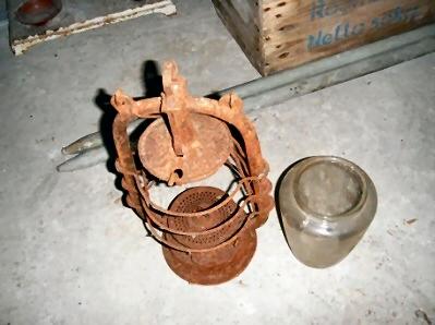 Verroeste olielamp met glas in kartonnen doos