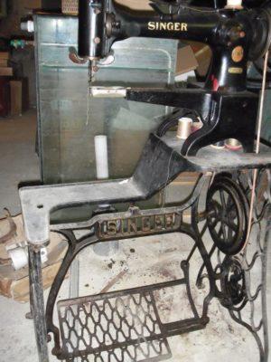 Schoenmakers naaimachine Singer.