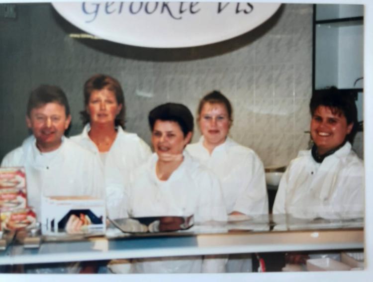 Van links naar rechts: Thom, Hermien, Yvonne, Lida en Douwina, 13 juli 1993