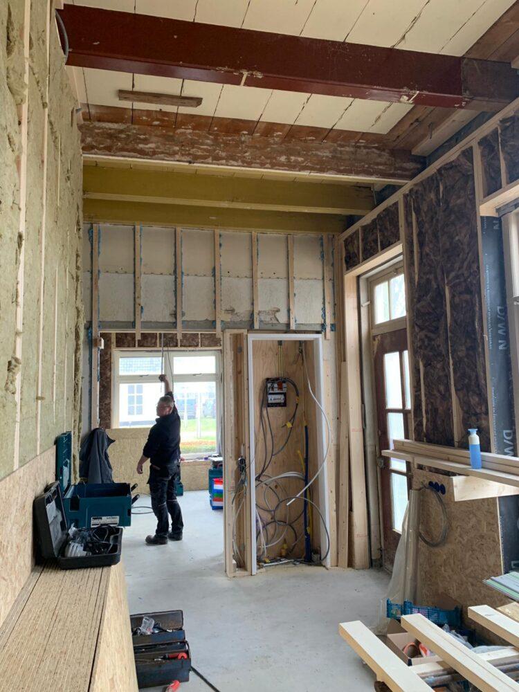 De nieuwe expositieruimte, meterkast is verplaatst