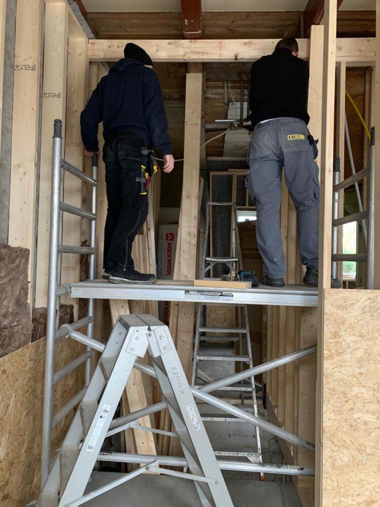 Draagbalkconstructie wordt aangebracht boven de glazen vloer
